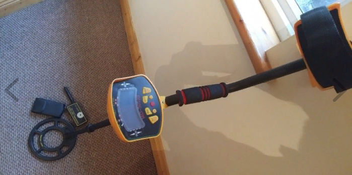 Metal detector with pinpointer