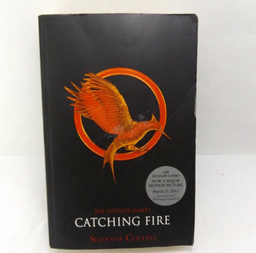 The Hunger Games by Suzanne Collins PAPERBACK (2011