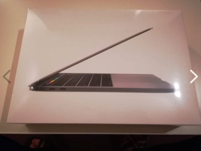 Macbook Pro 13'' with Touch Bar (2017).